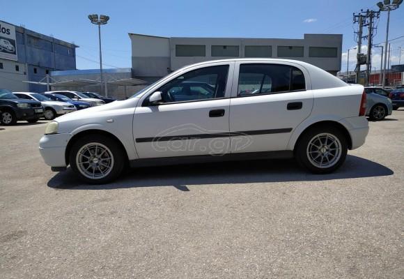 Opel Astra Λευκό